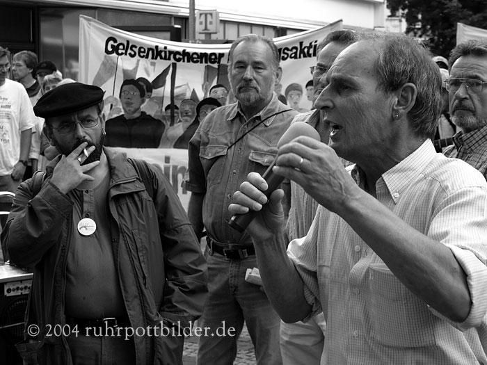 Wut auf einer Montagsdemo in Gelsenkirchen