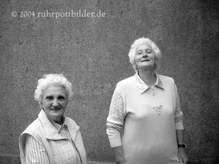 Renate und Rosi auf einer Party - Bochum