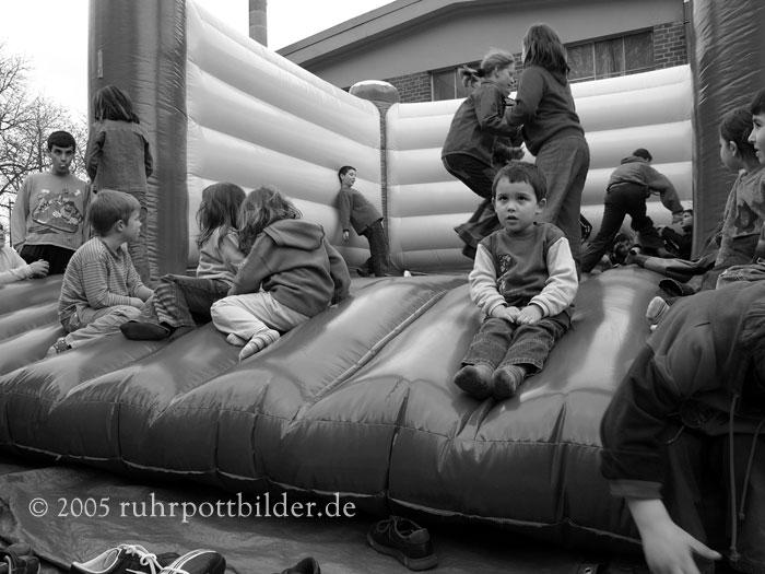 Kindervergnuegen auf Friedensfest in Dortmund