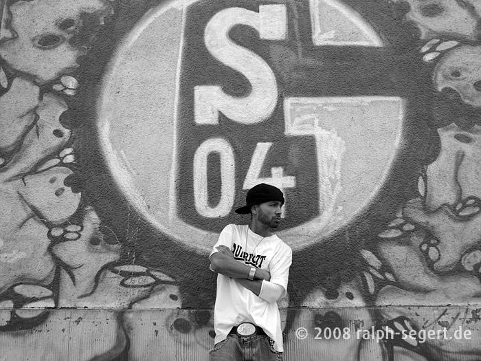 Nico am blauen Schalke-Haus