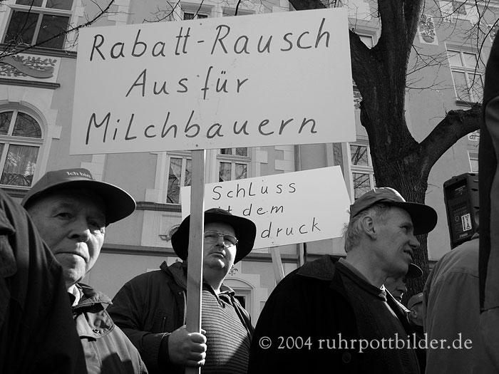 Milchbauernprotest vor Essener Aldi-Zentrale